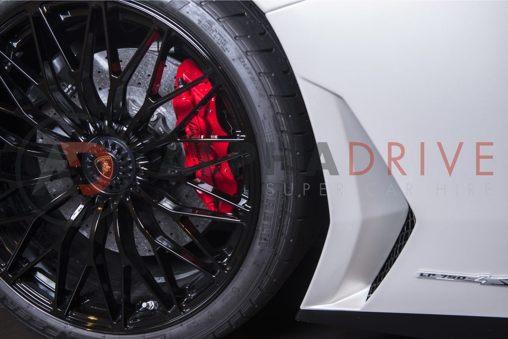Lamborghini Aventador SV Roadster Side Front Wheel